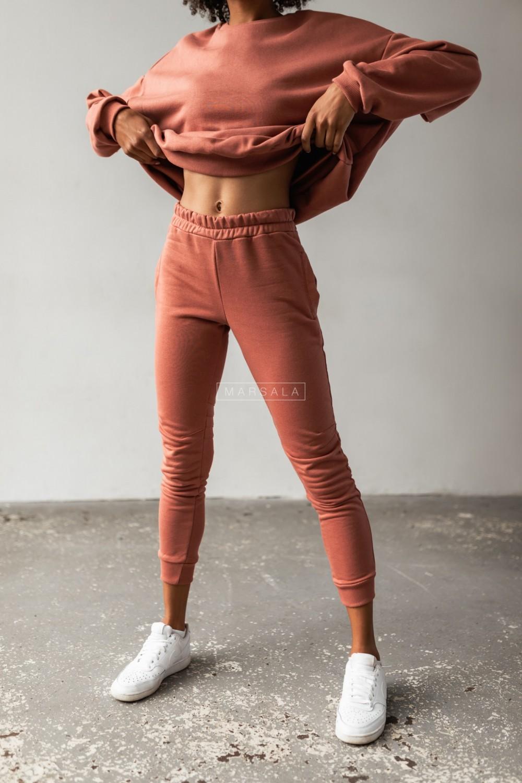 Spodnie dresowe w kolorze ceglanym z przeszyciami - SIMON by Marsala