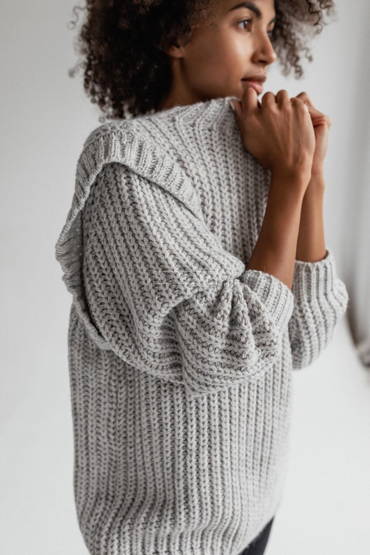Sweter typu oversize z pagonami szary - CAMBRIDGE by Marsala