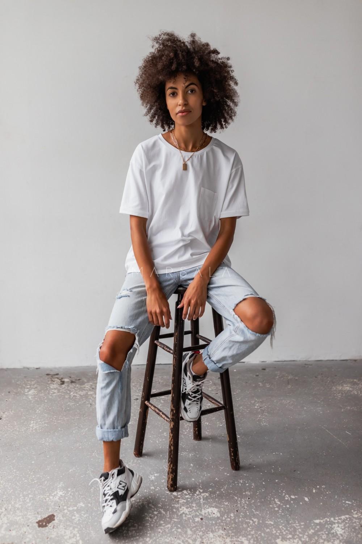 T-shirt damski w kolorze białym z kieszonką SPLIT WHITE BY MARSALA