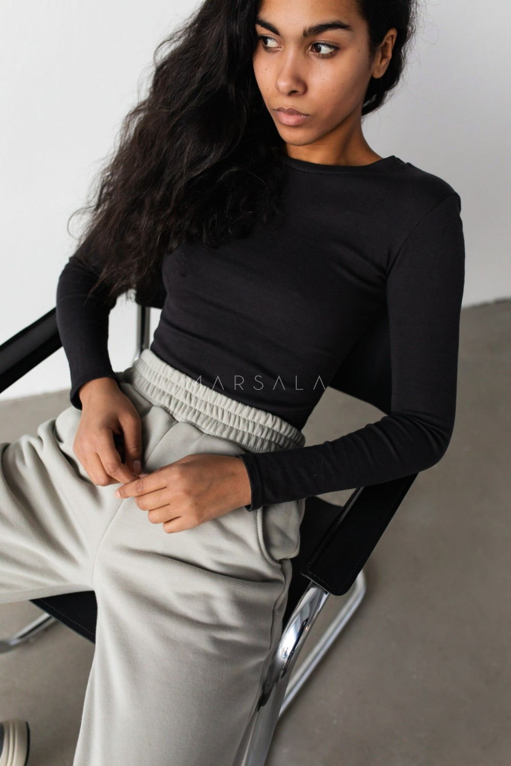 Fitted long sleeve top in WASHED BLACK - MOODY BY MARSALA