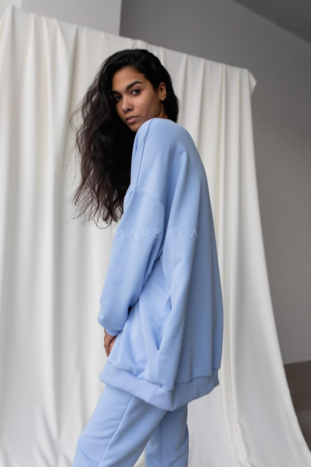 Bluza typu oversize o przedłużonym kroju kolor CORNFLOWER BLUE HUSH BY MARSALA