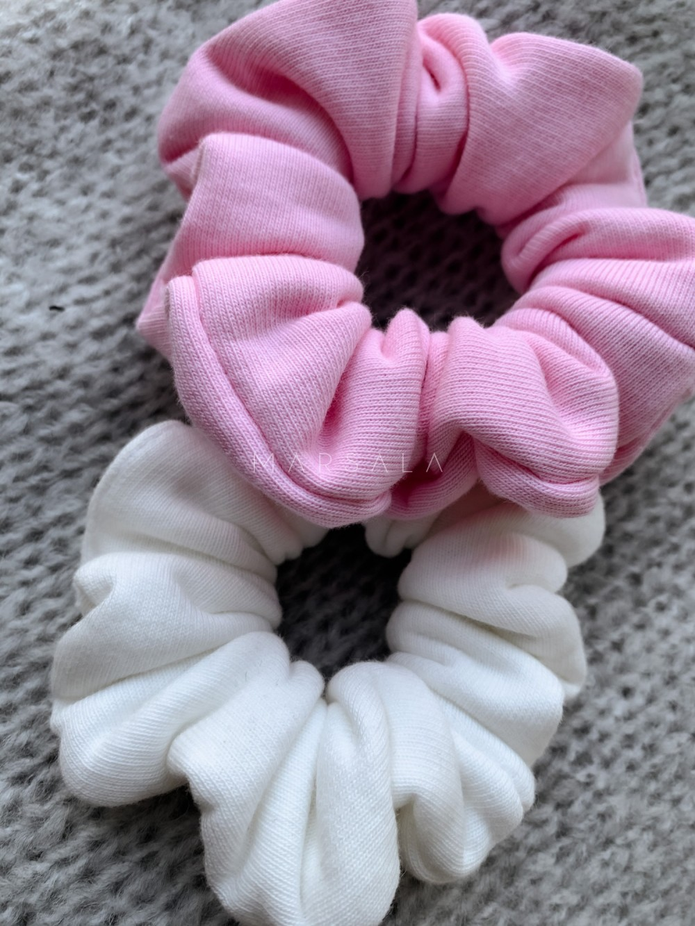 Gumka/frotka do włosów z dzianiny dresowej w kolorze barbie pink EMI by MARSALA