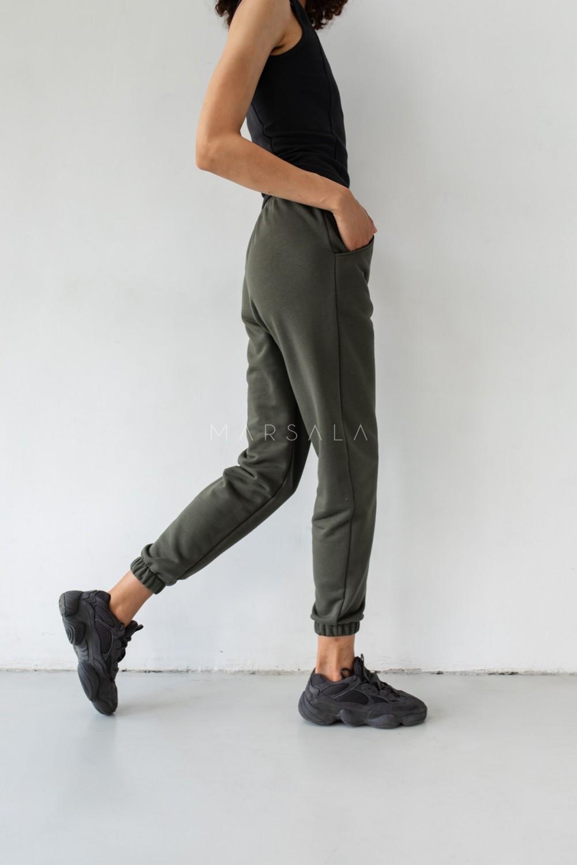 Spodnie dresowe typu jogger w kolorze INTENSE KHAKI - DISPLAY BY MARSALA