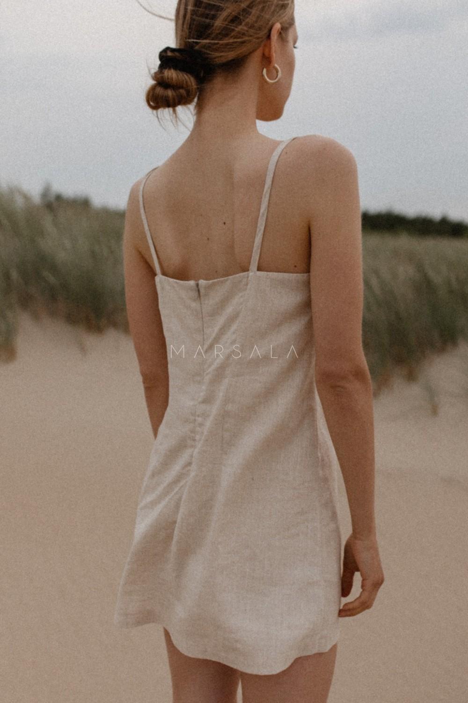 Lniana sukienka na cienkich ramiączkach w kolorze naturalnego lnu - COSTA BY MARSALA