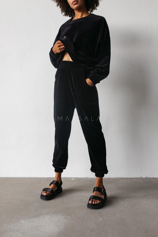 Spodnie typu jogger wykonane z weluru w kolorze CZARNYM - DISPLAY VELVET BY MARSALA