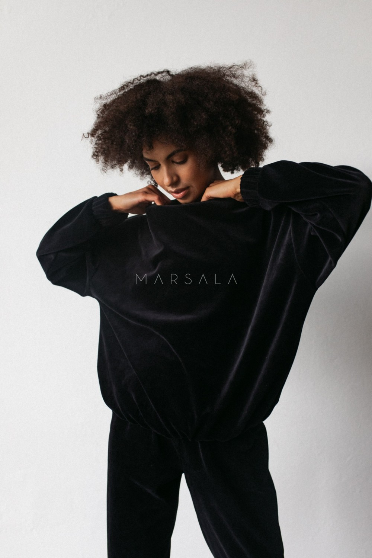 Gładka bluza wykonana z weluru w kolorze CZARNYM - CORBY VELVET BY MARSALA