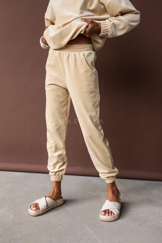 Spodnie typu jogger wykonane z weluru w kolorze JASNOBEŻOWYM - DISPLAY VELVET BY MARSALA