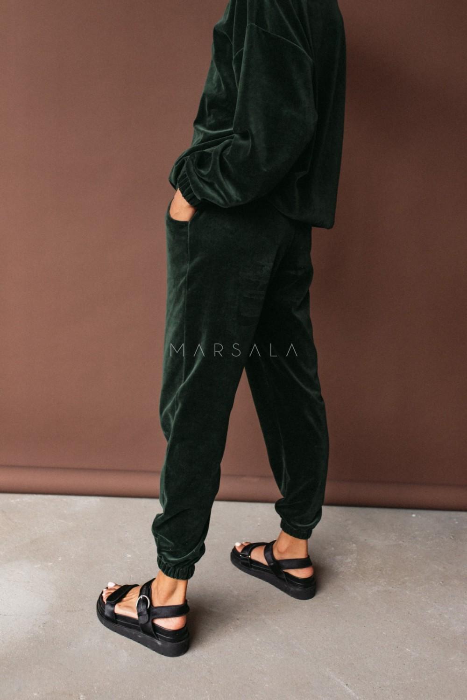 Spodnie typu jogger wykonane z weluru w kolorze CIEMNOZIELONYM - DISPLAY VELVET BY MARSALA