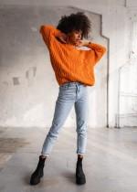 Swetry w stylu boho. Jak wykorzystać je w stylizacjach?