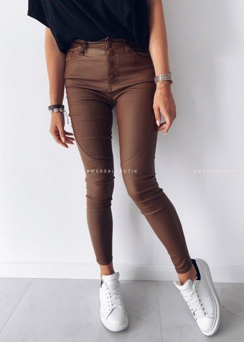 Spodnie dopasowane z przeszyciem woskowane camel - TANAMI