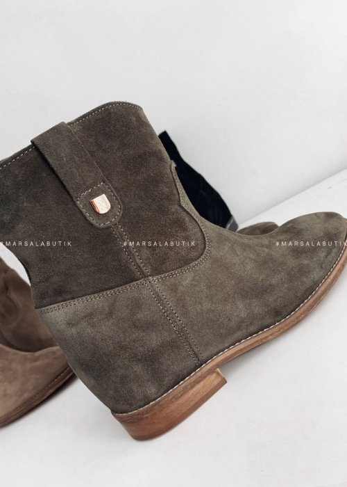 DELUXE khaki suede ankle boots
