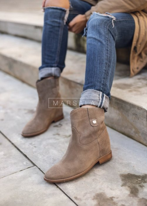 DELUXE taupe suede ankle boots