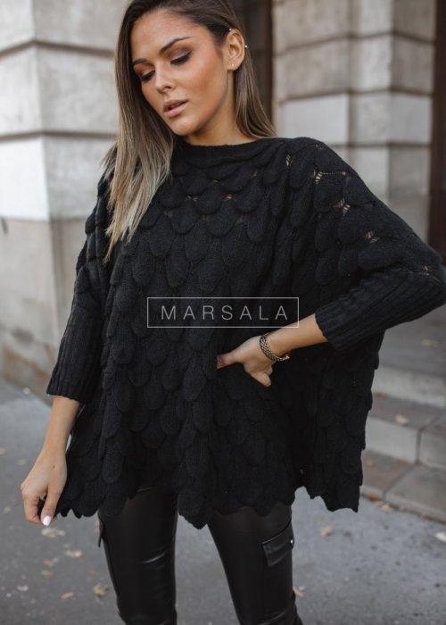 Sweter z dekoltem w łódkę i ozdobnym ażurem czarny - YASMIN