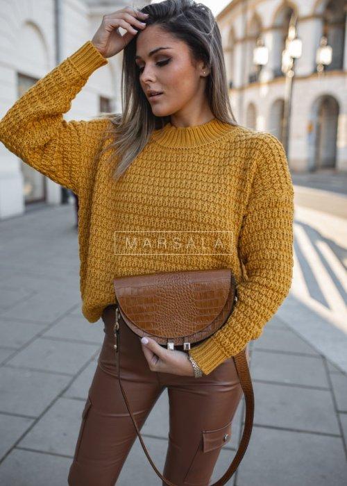 Sweter w kolorze musztardowym z półgolfem - DARCY