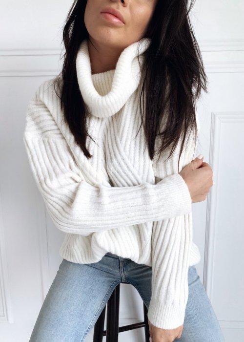 Sweter z golfem prążkowany w kolorze ecru - SAMARA