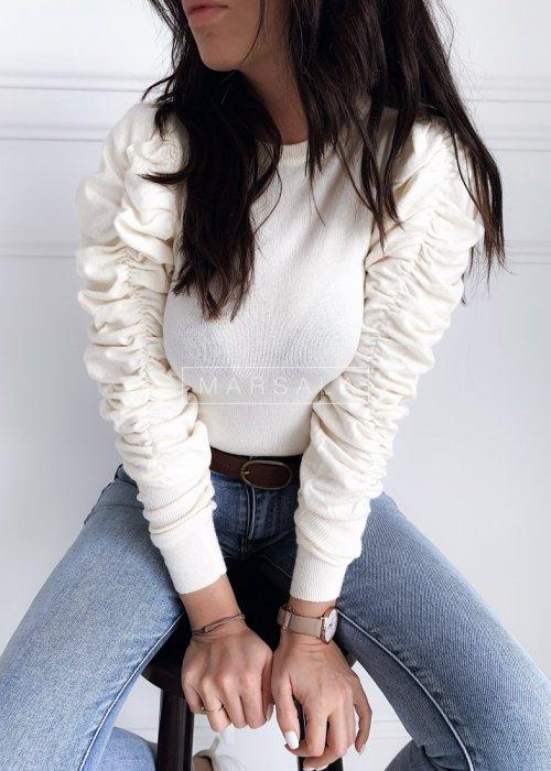 Krótki sweter w kolorze ecru z marszczonym rękawem - TESSA