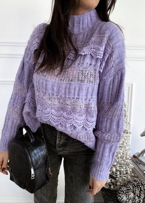 Sweter w kolorze bladego fioletu z koronką i półgolfem - ALICE