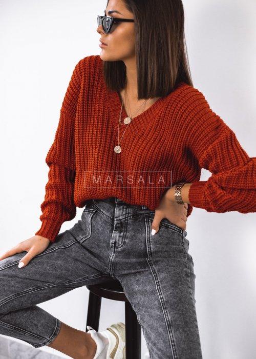 Sweter pleciony z dekoltem w kształcie V kolor ceglany - SALLY