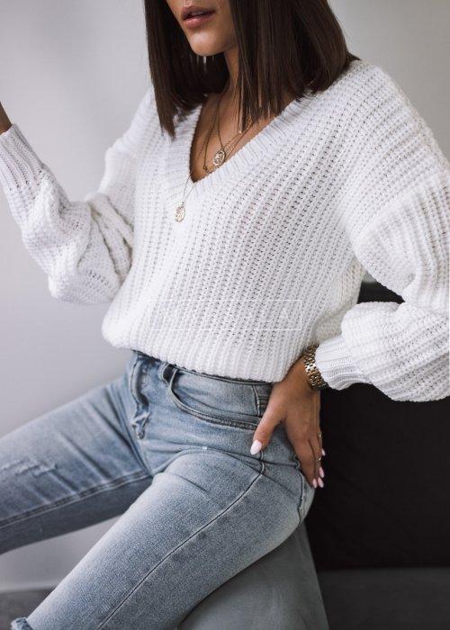Sweter pleciony z dekoltem w kształcie V kolor ecru - SALLY