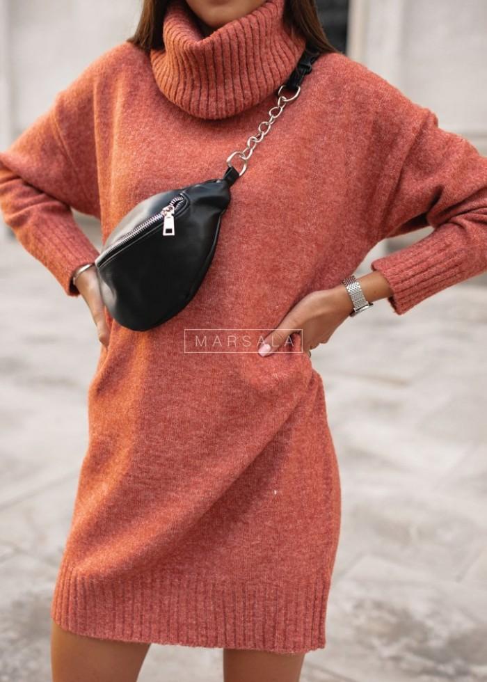 Długi sweter z golfem w kolorze koralowym - SWEATDRESS