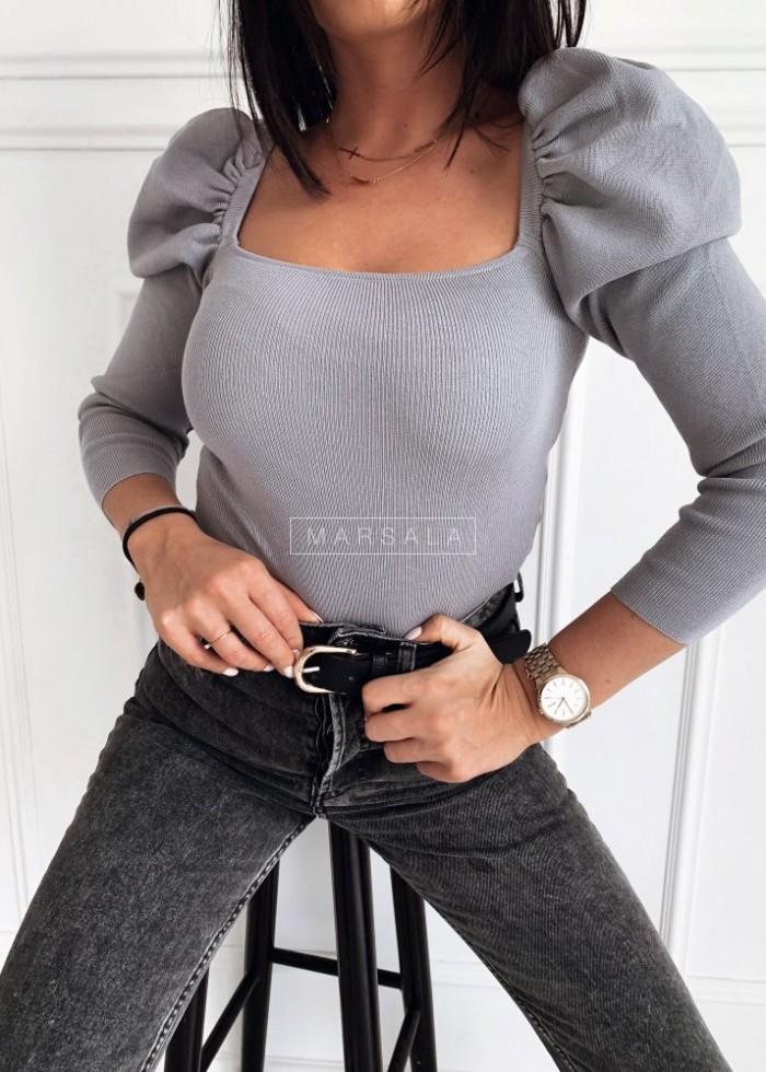 Sweterek w kolorze szarym z bufkami i dekoltem hiszpanką - JENNIFER
