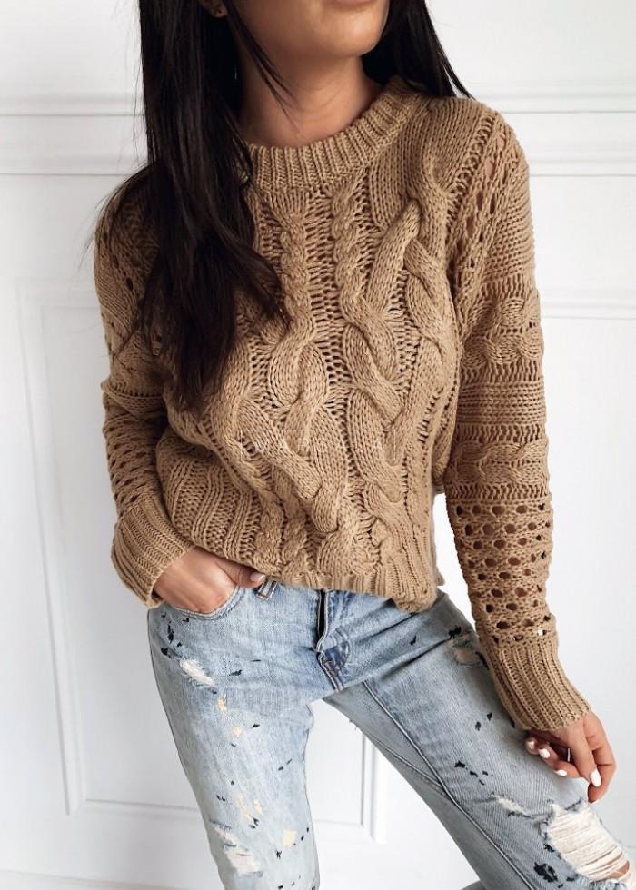 Sweter wykonany ozdobnym splotem mocca - ROSSIE