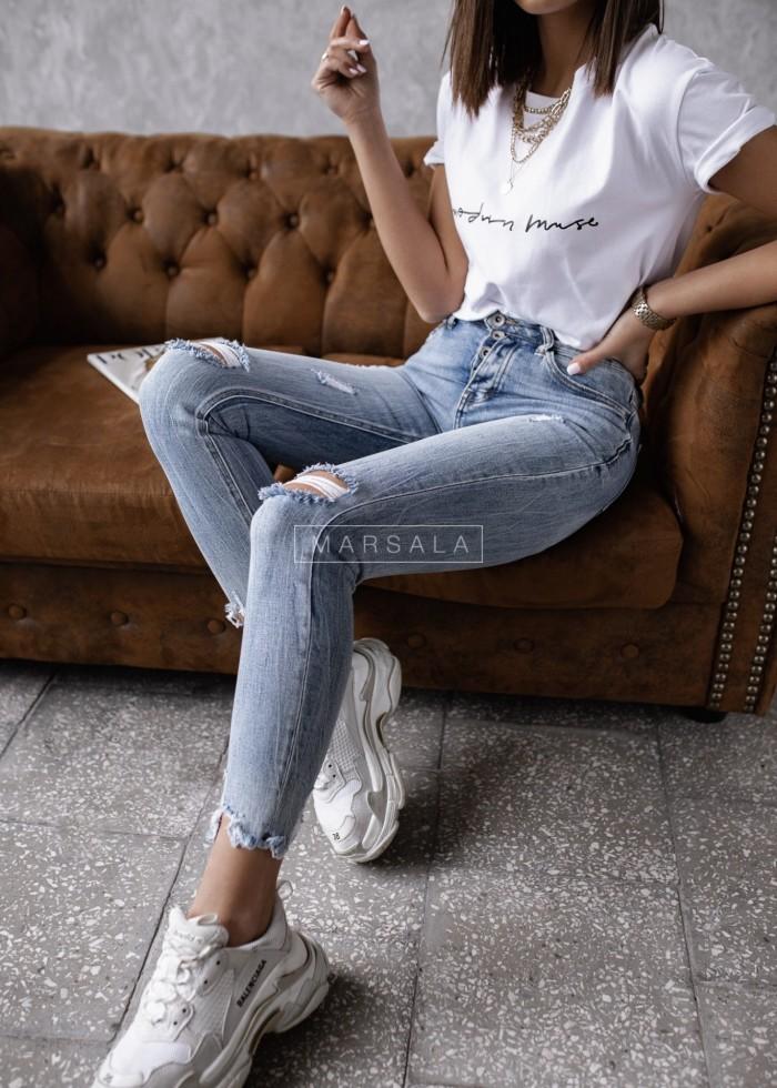 Spodnie jeansowe z dziurami i poszarpaną nogawką - BRITISH