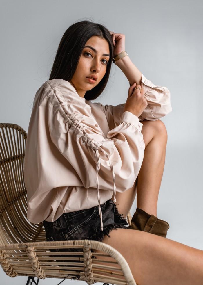 Bluzka z drapowanymi rękawami nude - LETICIA by Marsala