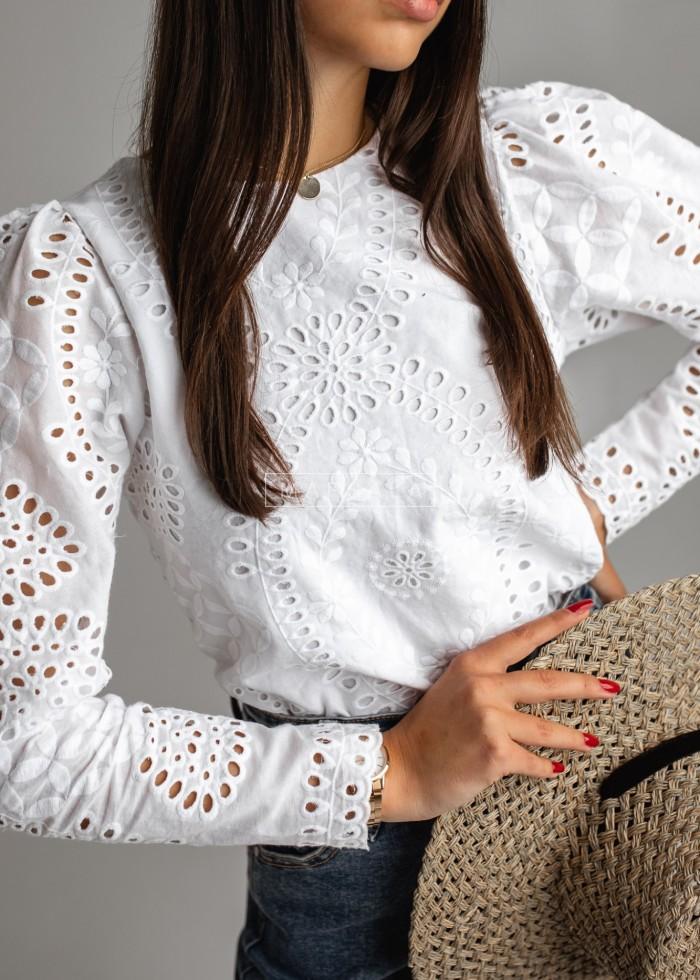 Bluzka z ażurowego materiału w kolorze białym - CARLA by MARSALA