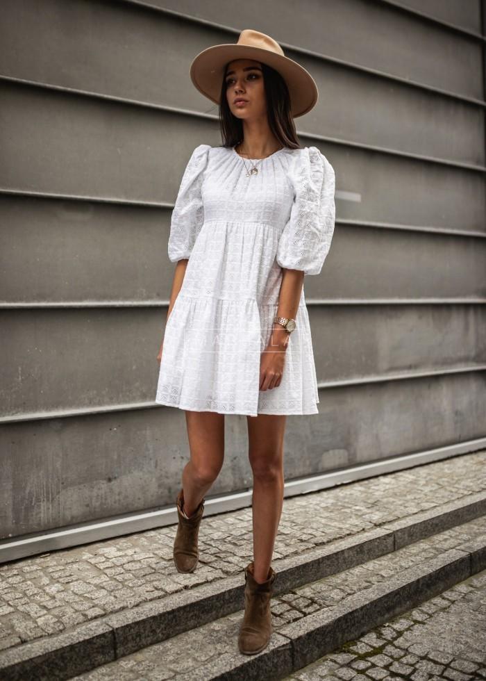 Sukienka rozkloszowana w kolorze białym ażurowa - SANTI by Marsala