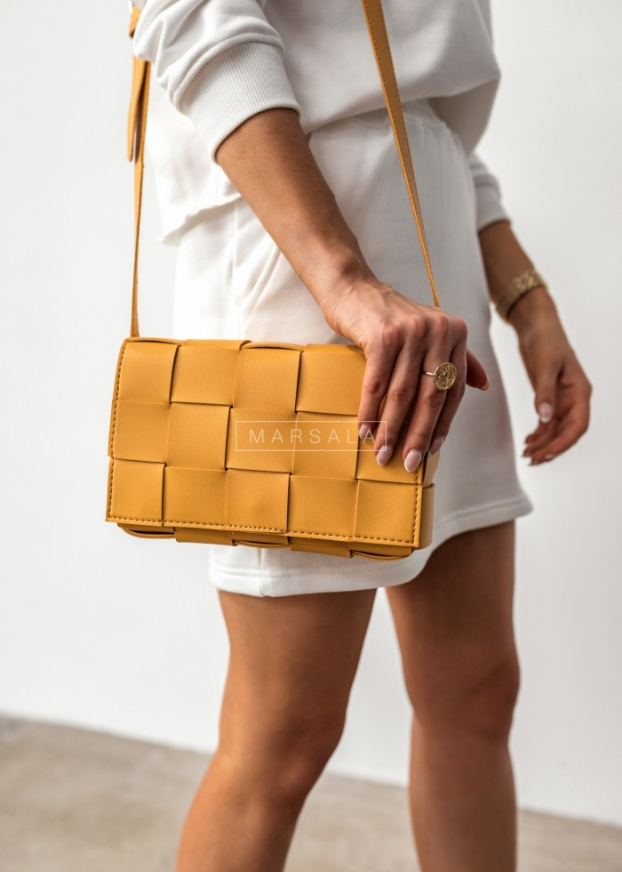 Intertwined chest bag in mustard - CUADRO YELLOW