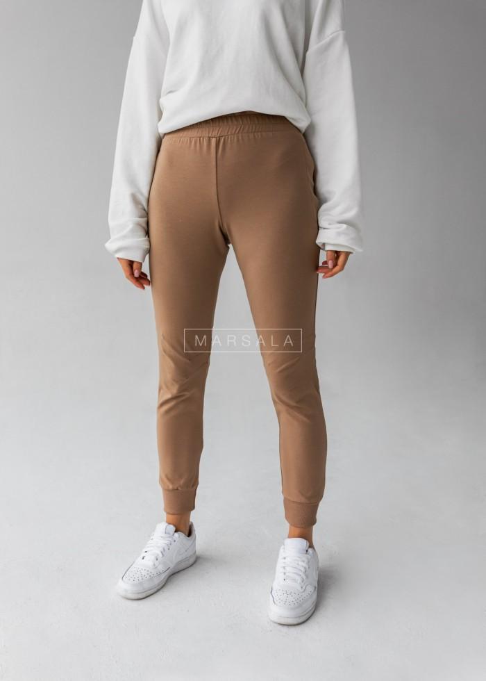 Spodnie dresowe z przeszyciami w kolorze mocca SLENDER by Marsala