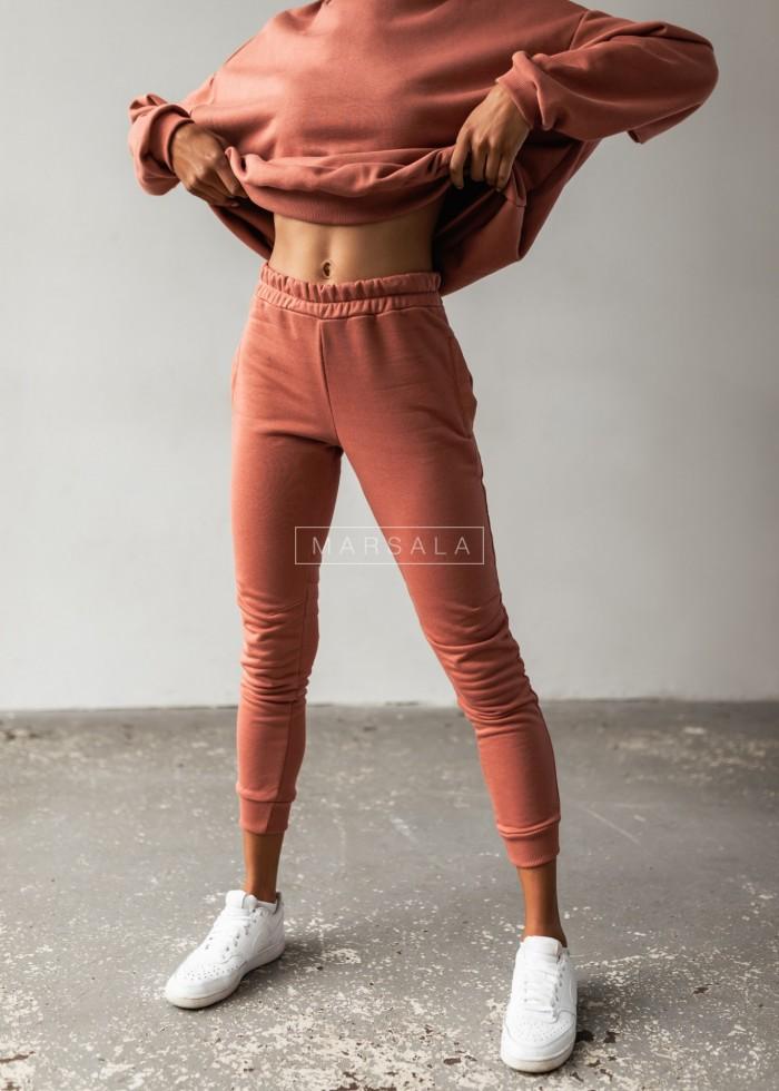 Spodnie dresowe z przeszyciami kolor CEGLANY - SIMON BY MARSALA