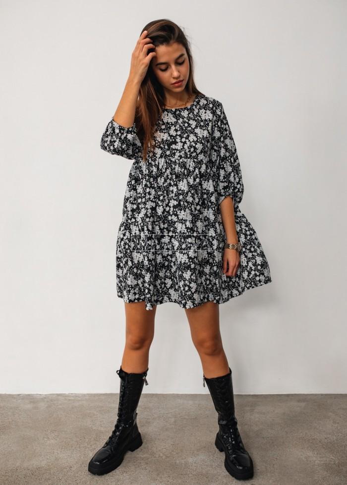 Sukienka oversize z przeszyciami czarna w kwiatowy print - BLUSH by Marsala