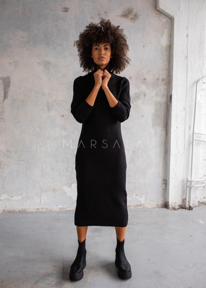 Sukienka z dzianiny swetrowej z golfem czarna - PERMISSION by Marsala