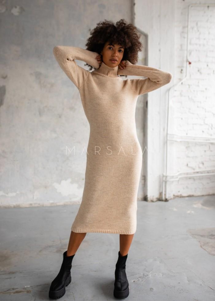 Sukienka z dzianiny swetrowej z golfem beżowa - PERMISSION by Marsala