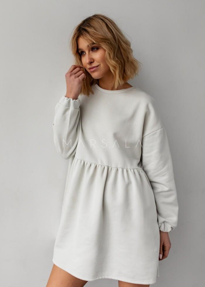 Sukienka dresowa typu oversize z odcięciem złamana biel - MERLO by Marsala