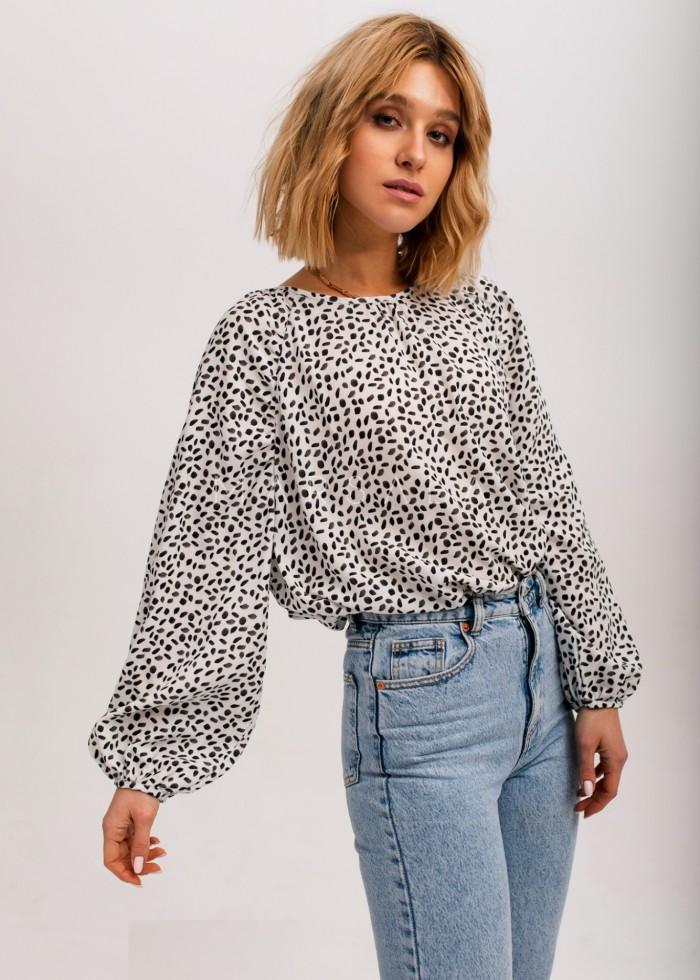 Bluzka typu oversize w kolorze białym z printem - BENITEZ by Marsala