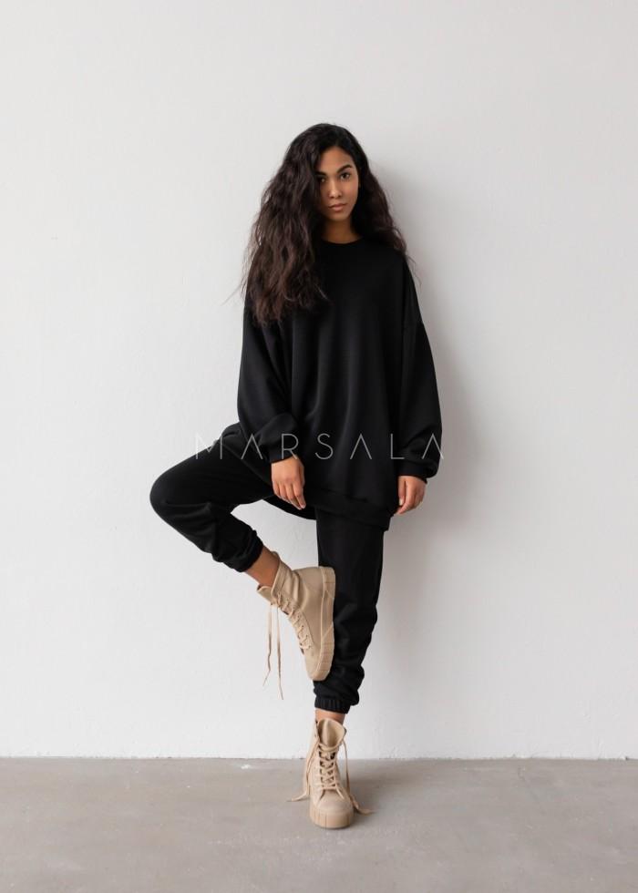 Spodnie dresowe typu jogger w kolorze TOTALLY BLACK - DISPLAY BY MARSALA