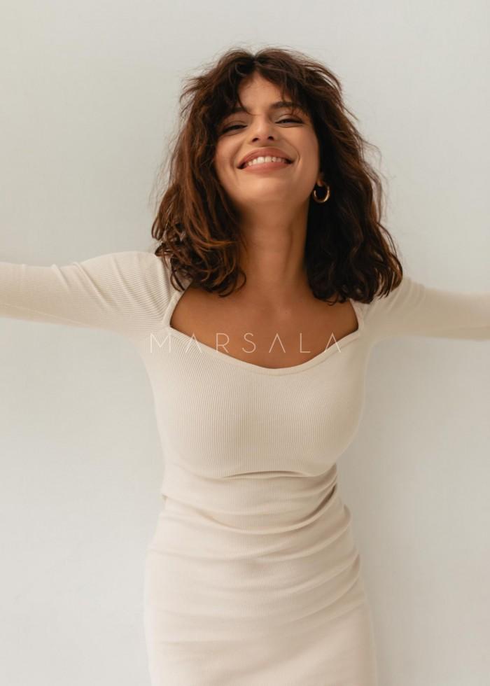 Sukienka dopasowana z dekoltem w kształcie serca WHITE SAND - FUSION BY MARSALA