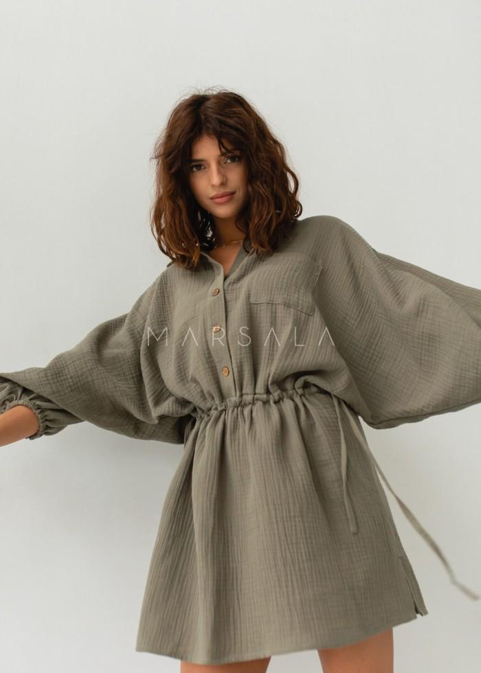 Sukienka typu kimono z muślinu w kolorze khaki - SAVANNAH KHAKI BY MARSALA