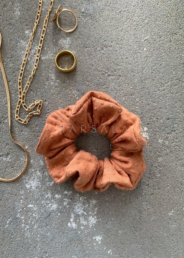 Gumka/frotka do włosów pomarańczowa w strukturalne kropeczki EMI by MARSALA