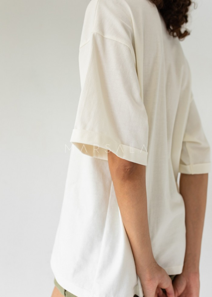 Oversized T-shirt in CLOUD WHITE- COY BY MARSALA