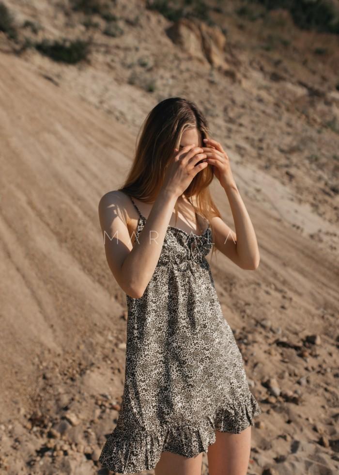 Letnia sukienka na cienkich ramiączkach z wiskozy ecru w cętki khaki - CHIA BY MARSALA