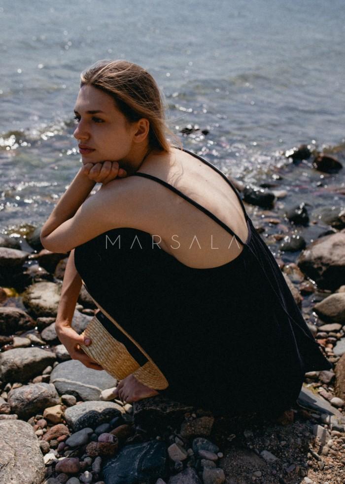 Sukienka na cienkich ramiączkach z muślinu bawełnianego w kolorze czarnym - MALAGA BY MARSALA