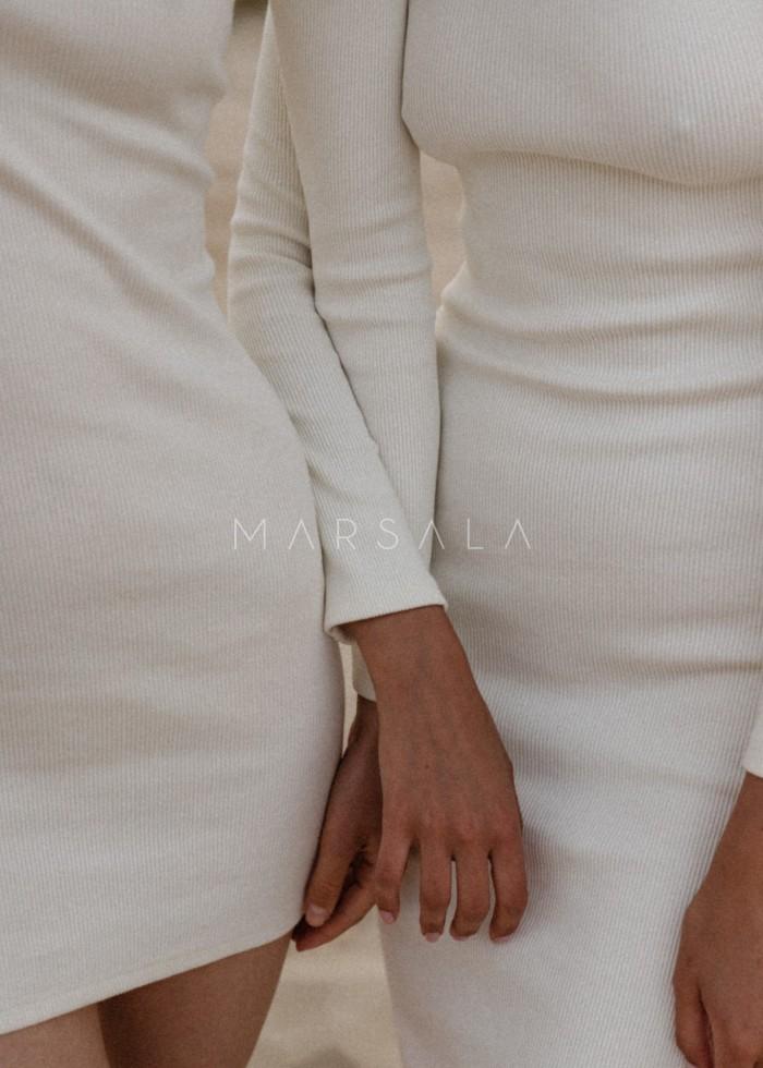 Sukienka z prążkowanego materiału z wycięciem na plecach ecru- ALTEA MINI BY MARSALA