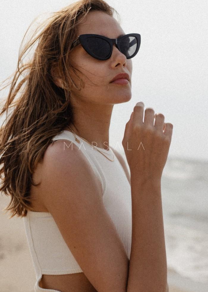 Sukienka z prążkowanego materiału z wycięciami CLOUD WHITE - SEVILLA BY MARSALA