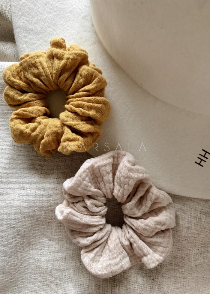 Gumka/frotka do włosów z muślinu bawełnianego w kolorze musztardowym EMI by MARSALA