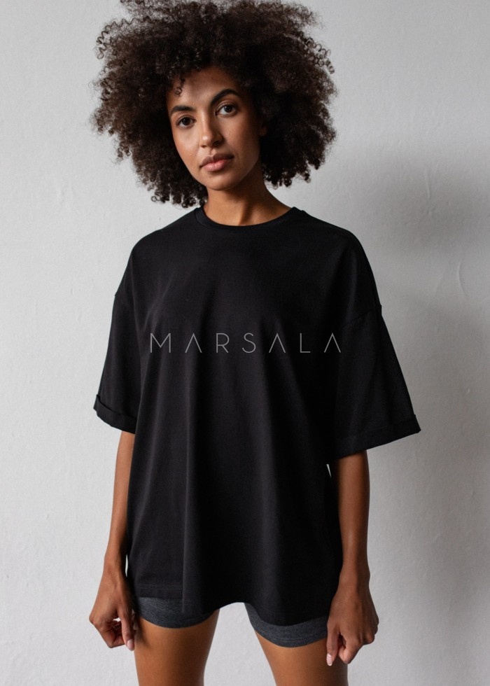 Oversized T-shirt in TOTALLY BLACK - COY BY MARSALA