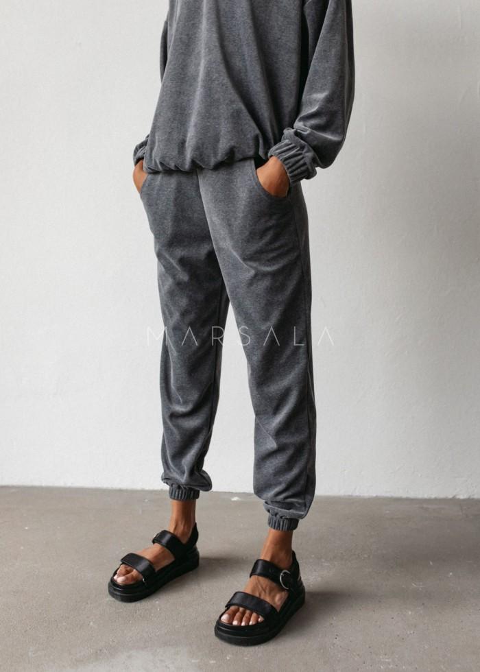 Spodnie typu jogger wykonane z weluru w kolorze GRAFITOWYM - DISPLAY VELVET BY MARSALA